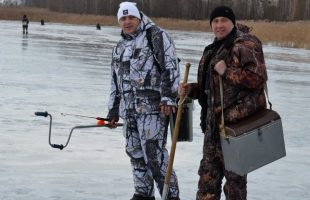 Active leisure in the company. Winter fishing (r. Dnipro, 2016)
